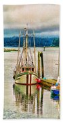 Ucluelet Harbour Hdr Beach Towel
