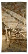 Vintage Looking Old Barn In The Great Smokey Mountains Beach Towel
