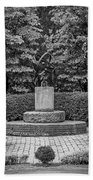 4387- Sculpture Black And Whi Beach Towel