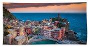 Evening Rolls Into Vernazza Beach Sheet