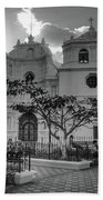 Iglesia Ciudad Vieja - Guatemala Bnw Beach Towel