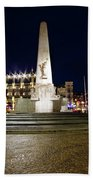 Monument On The Dam In Amsterdam Netherlands At Night Beach Towel