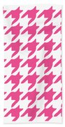 Rounded Houndstooth With Border In French Pink Beach Towel