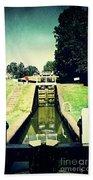 10945 Watford Locks On The Grand Union Canal Beach Towel