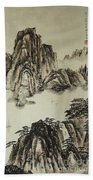 Yangze River In Autumn Beach Towel