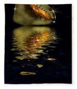 Conch Sparkling With Reflection Fleece Blanket