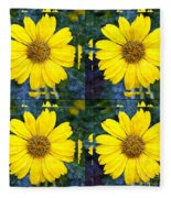 Daisy 8 Fleece Blanket
