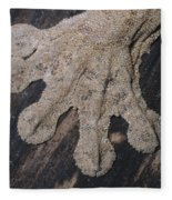 Leaf-tailed Gecko Foot Fleece Blanket