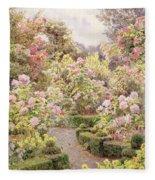 Raundscliffe - Everywhere Are Roses Fleece Blanket