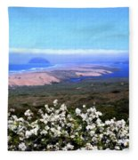 Flores De Los Osos Fleece Blanket