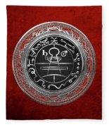 Silver Seal Of Solomon - Lesser Key Of Solomon On Red Velvet  Fleece Blanket
