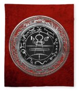 Silver Seal Of Solomon - Lesser Key Of Solomon On Red Velvet  Fleece Blanket