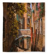 autunno a Venezia Fleece Blanket