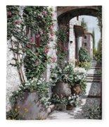 Le Rose Rampicanti Fleece Blanket