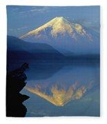 1m4907-h-mt. St. Helens Reflect H  Fleece Blanket
