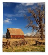 Old Barn In Chester Fleece Blanket