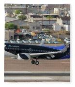 Southwest Boeing 737-7h4 N715sw Shamu Landing Phoenix Sky Harbor April 5 2011 Fleece Blanket