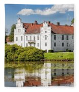 Wanas Slott With Reflection Fleece Blanket