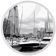 Marina In Black And White Round Beach Towel