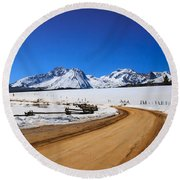 Open Road Tothe Sawtooth Mountains Round Beach Towel