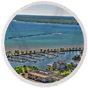 009 Visual Highs Of The Queen City Round Beach Towel