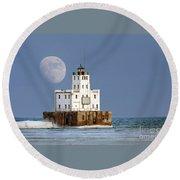 0186 Moon Over Milwaukee Breakwater Lighthouse Round Beach Towel