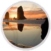 0385 Cannon Beach Reflection Round Beach Towel
