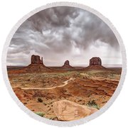 0883 Monument Valley Round Beach Towel