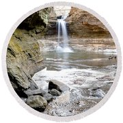 0941 Cascade Falls - Matthiessen State Park Round Beach Towel