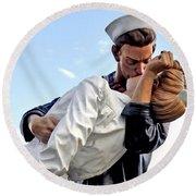 Closeup Nurse And Sailor Kissing Statue Unconditional Surrender Round Beach Towel