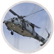 A U.s. Navy Mh-60s Seahawk In Flight Round Beach Towel