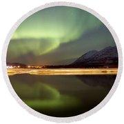 Aurora Borealis Over Nares Lake Round Beach Towel
