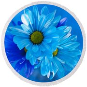 Blue Daisies In Vase Outdoors Round Beach Towel