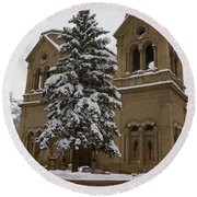 Cathedral Basilica Of St Francis In Snow Round Beach Towel