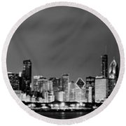 Chicago Skyline At Night In Black And White Round Beach Towel