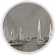 Comet Race In Black And White  Round Beach Towel