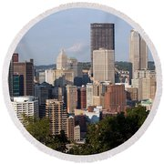 Downtown Skyline Of Pittsburgh Pennsylvania Round Beach Towel