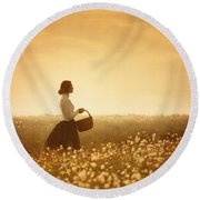 Edwardian Woman In A Meadow At Sunset Round Beach Towel