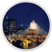Evening At Buckingham Fountain - Chicago Round Beach Towel
