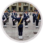 Guards Changing Shifts. Kungliga Slottet.gamla Stan. Stockholm 2 Round Beach Towel