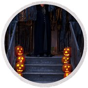 Haunted House With Lit Pumpkins And Demon Round Beach Towel