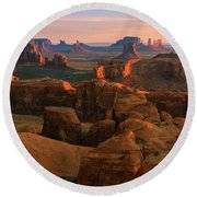 Hunts Mesa In Monument Valley Round Beach Towel