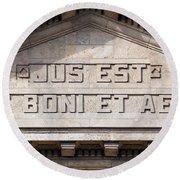Jus Est Ars Boni Et Aequi Round Beach Towel