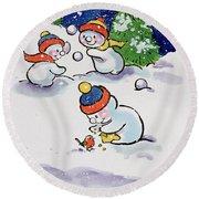 Little Snowmen Snowballing Round Beach Towel