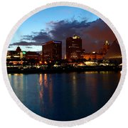Milwaukee Skyline At Dusk Round Beach Towel