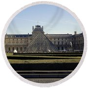 Musee Du Louvre In Paris France Round Beach Towel