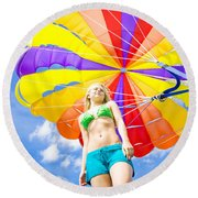Parasailing On Summer Vacation Round Beach Towel