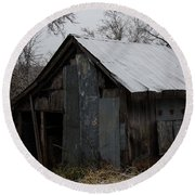 Patchwork Barn With Icicles Round Beach Towel
