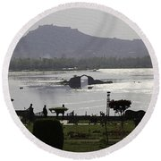 Shalimar Garden The Dal Lake And Mountains Round Beach Towel