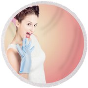 Shocked Pin-up Cleaner Girl With Funny Expression Round Beach Towel
